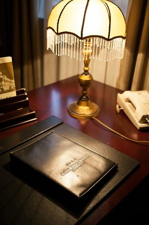 Astor House Hotel: desk and info