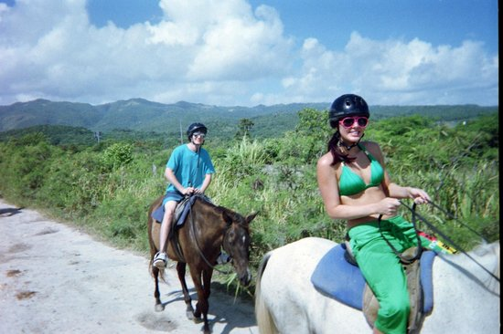 Couples Tower Isle: horse back riding =)
