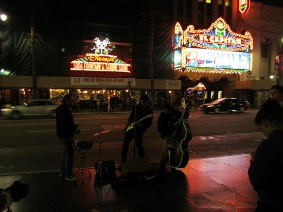 The Redbury Hollywood: Nightlife on Hollywood blvd