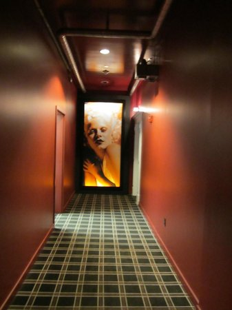 The Redbury Hollywood: Hall leading to rooms