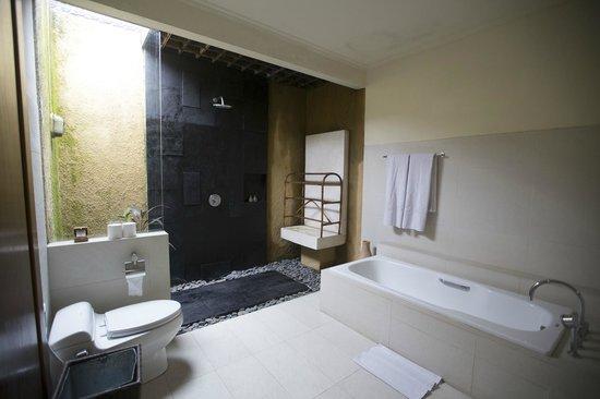 Kamuela Villas and Suite Sanur : Kamuela Sanur - Bali, Indonesia - The Travel Glow - bathroom