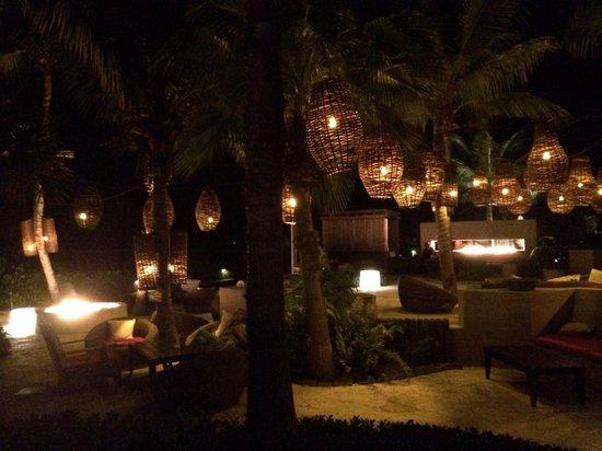 Infiniti Restaurant & Raw Bar: Vista do lounge do bar