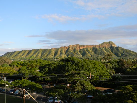 Queen Kapiolani Hotel : Diamond Head view from our room.