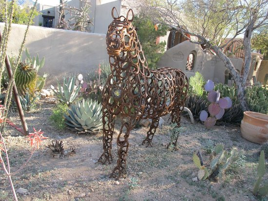 Hacienda Del Sol Guest Ranch Resort: Fun artwork throughout the grounds!