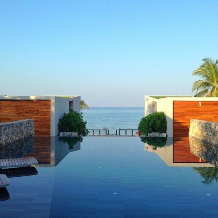 Casa de La Flora: pool at day khaolak