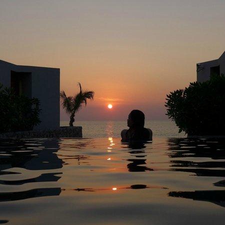Casa de La Flora: sunset pool khaolak