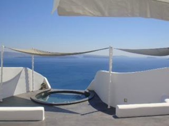 Andronis Luxury Suites: outdoor jacuzzi terrace