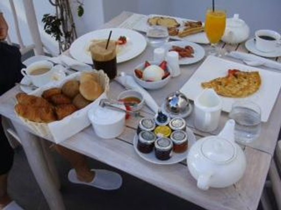Andronis Luxury Suites: breakfast
