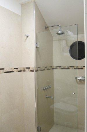BoBo Hotel: 'Argentina' Suite shower