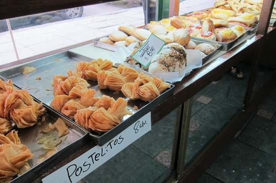 BoBo Hotel : Delish pastries at Confiteria Panificacion on Thames