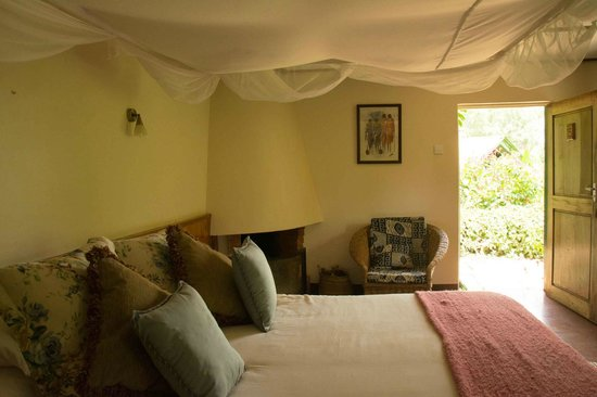 Gibb's Farm: Our bedroom (Zamani cottage)
