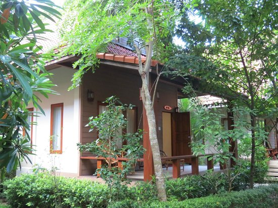 Baan Grood Arcadia Resort & Spa: My little cottage in the trees. Quiet and peaceful.