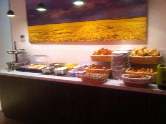 Moderne St-Germain Hotel: Buffet petit déjeuner