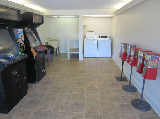 Knights Inn Ashland: Guest Laundry and Game Room