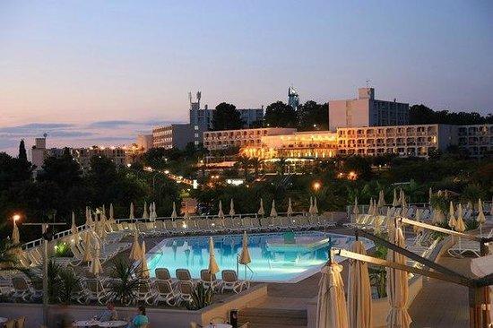 All Inclusive Hotel Laguna Albatros: Вид вечером на второй бассейн