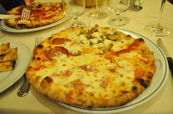 Ristorante Zi'Ntonio: Pizza 4 Stagione