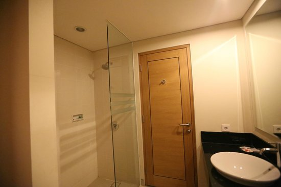 Laprima Hotel - Labuan Bajo, Flores, Indonesia - The Travel Glow - bathroom