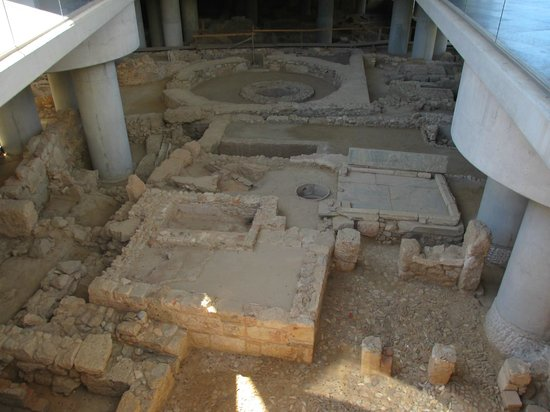 Akropolismuseum: Transparent floor provides view of the archaeological excavation