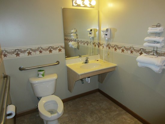 Knights Inn Ashland: Queen Guestroom Bathroom