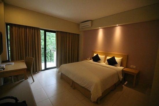 Laprima Hotel - Labuan Bajo, Flores, Indonesia - The Travel Glow - room
