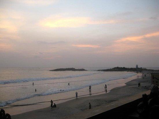 Thushara Hotel: The beach