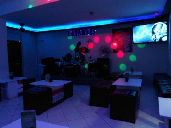 Catarsis Karaoke Bar & Lounge: LISTOS PÁRA COMENZAR