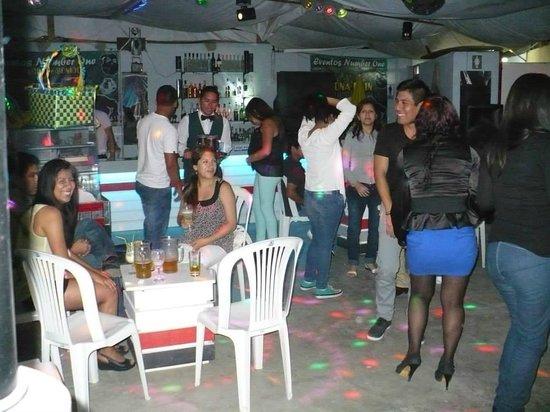 Catarsis Karaoke Bar & Lounge: COMENZO EL BAILE