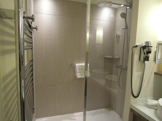 Sofitel Quiberon Thalassa Sea & Spa : douche junior suite