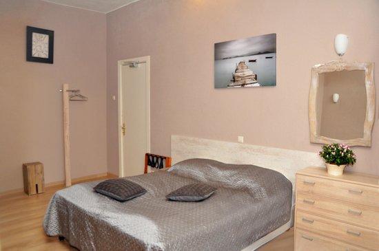 Room photo 907299 from Hotel Corel in Scheveningen
