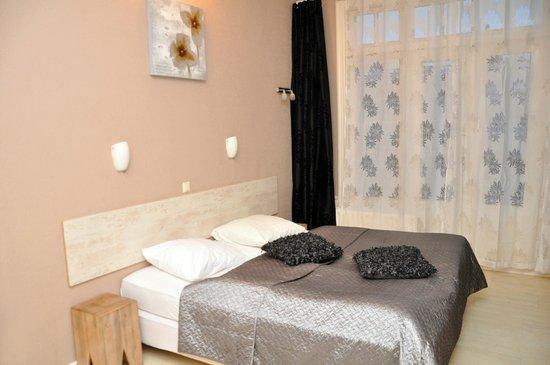 Room photo 907304 from Hotel Corel in Scheveningen