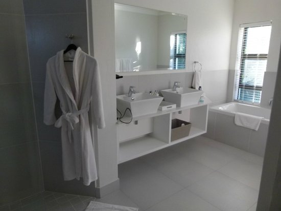 Supertubes Guesthouse : One of the ensuites