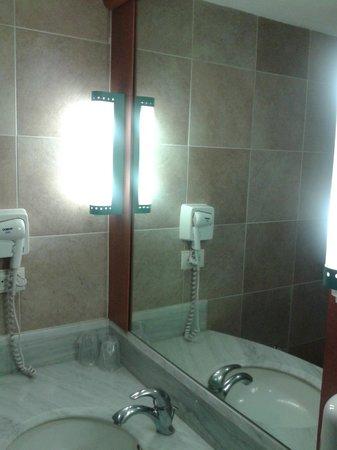 Ibis Mexico Perinorte: las lamparas ruidosas del baño