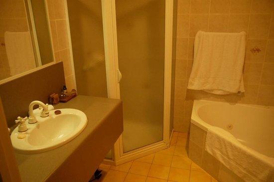 Hadley's Orient Hotel: Bathroom