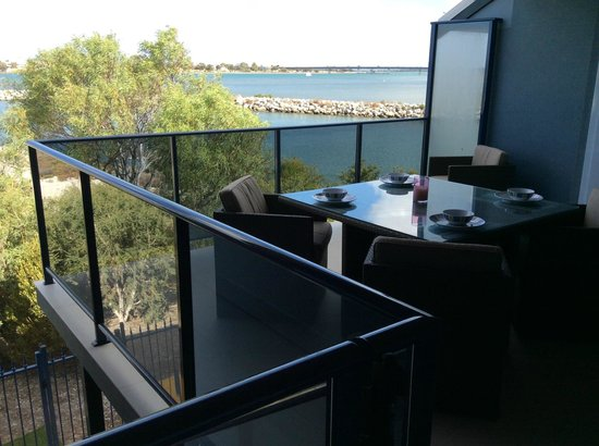 Dolphin Point B&B: Balcony dining with a view!