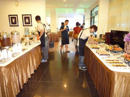 White Hotel: 聚餐