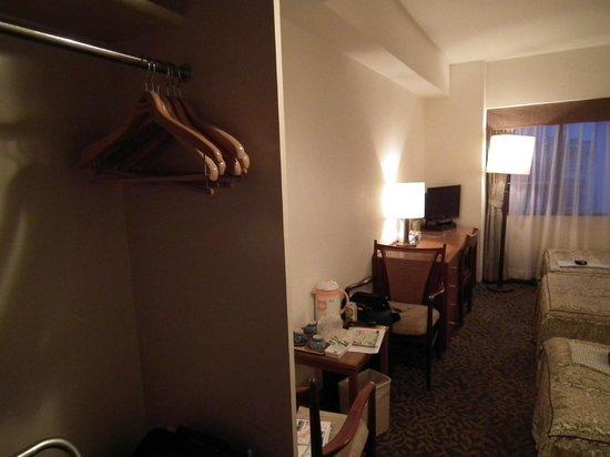 Kyoto Rich Hotel : Habitación triple algo pequeña pero suficiente.