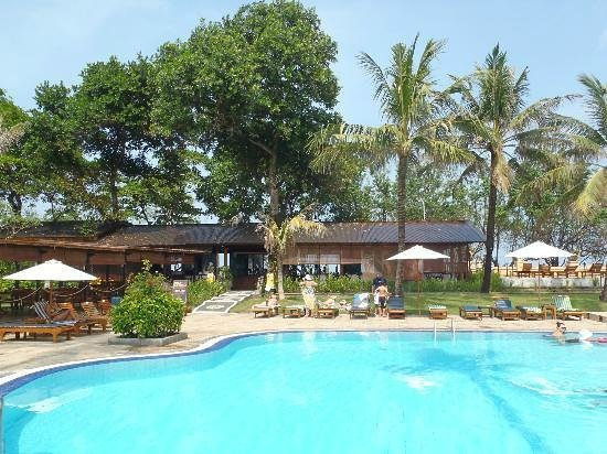 Sejuk Suites: Pool and rest