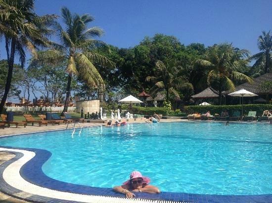 Sejuk Suites: Pool