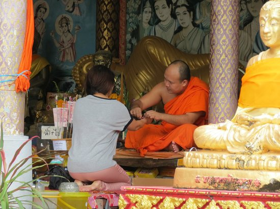 Big Buddha Temple (Wat Phra Yai) : A monk chats with a lady near the base of the long staircase
