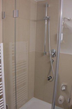 Novum Hotel Imperial Frankfurt Messe: Shower