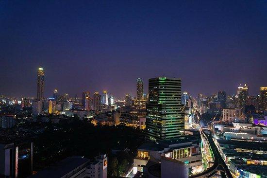 Mercure Bangkok Siam: Vue depuis une chambre située au 22ème étage (coté de l'hôtel)