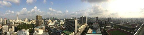 Mercure Bangkok Siam: Vue panoramique depuis la piscine (depuis la façade de l'hôtel)