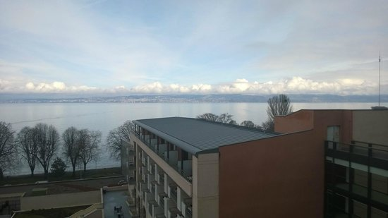 Hilton Evian-les-Bains : View of Lake Geneva from 6th floor room