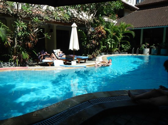 Secret Garden Inn: Part of the crystal clear deep pool that is the heart of the Inn complex