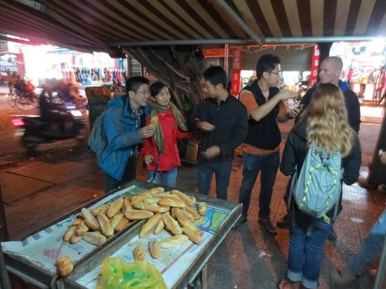 Asiana Travel Mate - Private Day Tours: Taste a bread on street