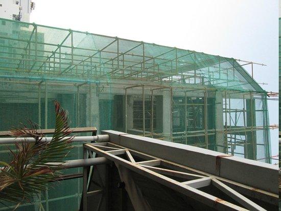 Ha Van Hotel: Construction site as viewed from restaurant