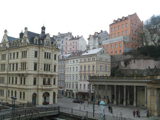 """Sanatorium Astoria: Из номера видно одно из самых красивых зданий Карловых Вар - """"Менуэт"""""""