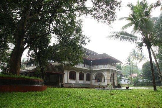Cherpu, Indien: Side view