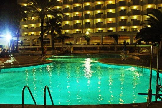 Hotel Marina Skorpios: Pool at night