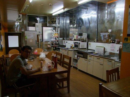 J-Hoppers Hida Takayama Guesthouse: Zonas comunes bien equipadas.